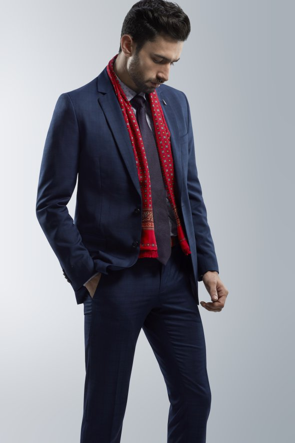 muffler-and-tie-paired-with-an-affordable-mens-suits