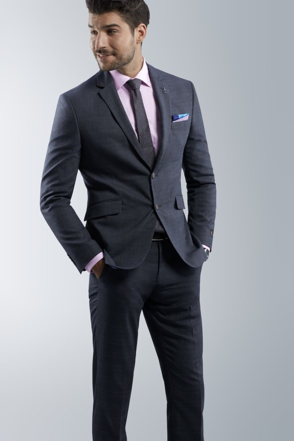 mens-suit-with-detailing