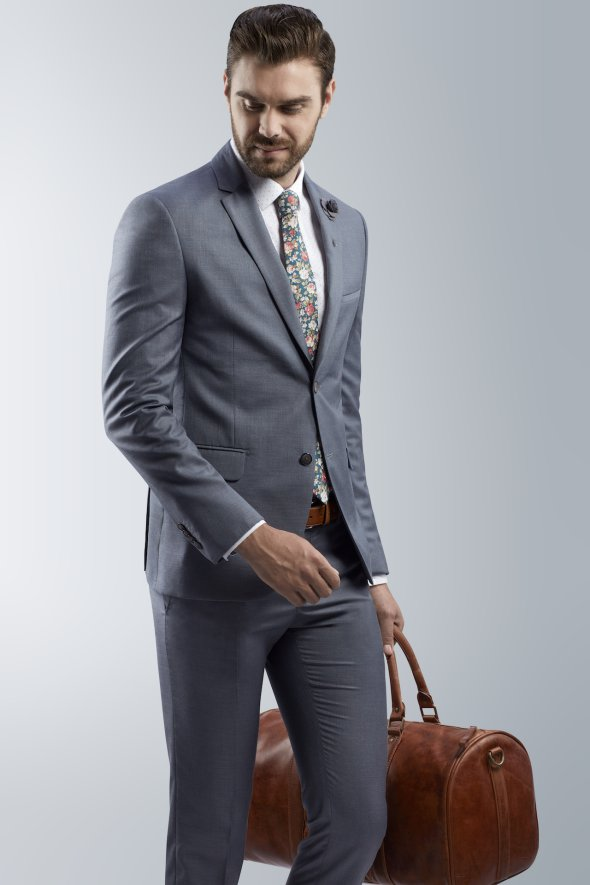 affordable-mens-suit-with-colorful-tie